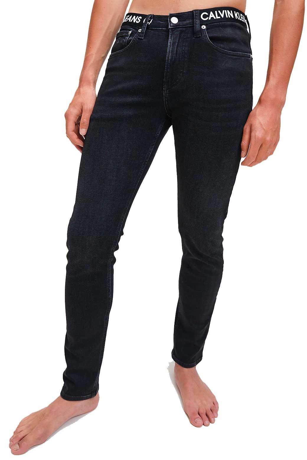 Calvin Klein Pantalon Vaquero Para Hombre Super Skinny Con Tiranegro